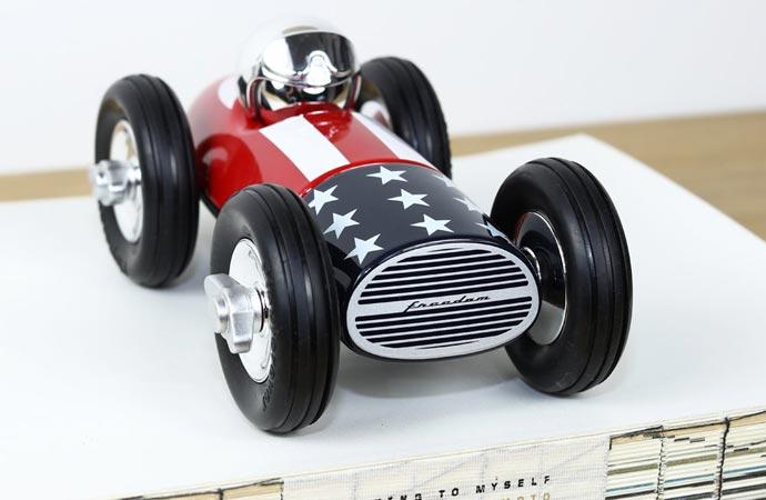 Jouet de la marque Playforever, voiture décoratio.