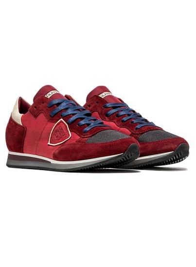 Chaussure légères et polyvalente fabriquée en Italie.