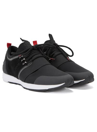 Chaussure de running noire pour homme pourvu de lacets tubulaires.
