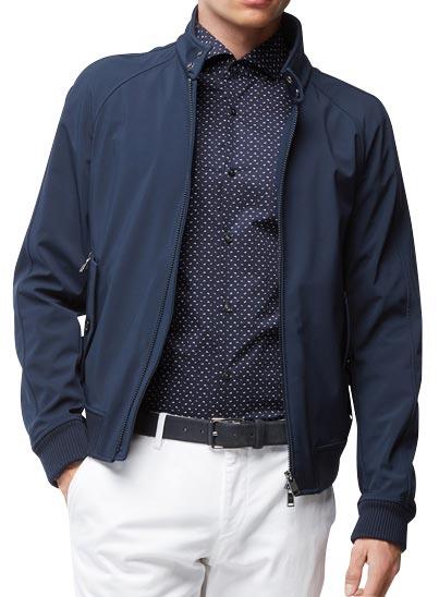 Chemise bleu foncé manches longues avec imprimé.
