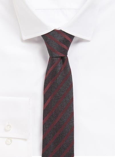 Cravate de 6 cm de large en pure soie.