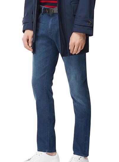 Jeans confectionné en denim italien extra fin et stretch, bleu acier.