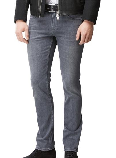 Jeans5 poches parfaitement confectionné au coloris gris foncé délavé.