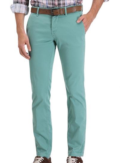 Pantalon Chino décontracté, confectionné en coton stretch.