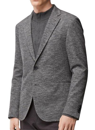 Veste grise confectionnée avec du coton et une touche de laine vierge.