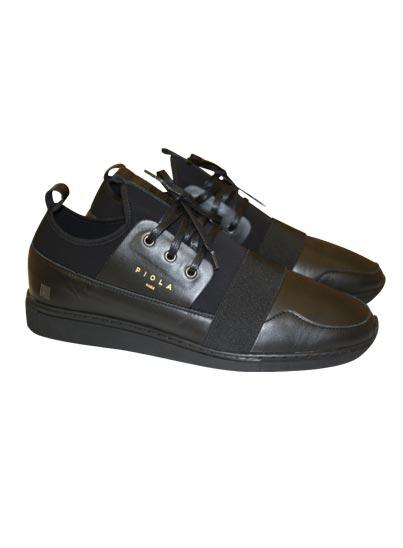 Chaussure basse en cuir pour homme.