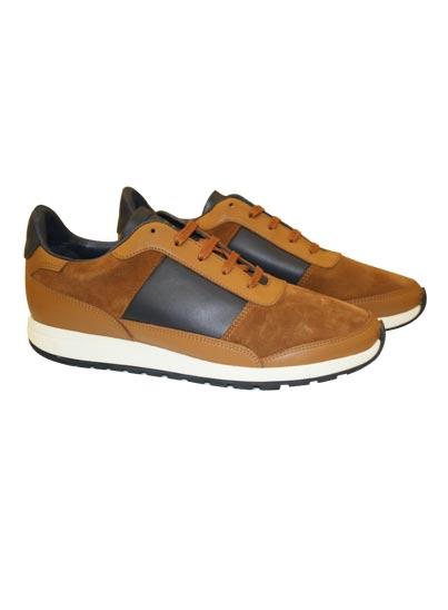 Chaussure en cuir retourné et lisse pour homme.