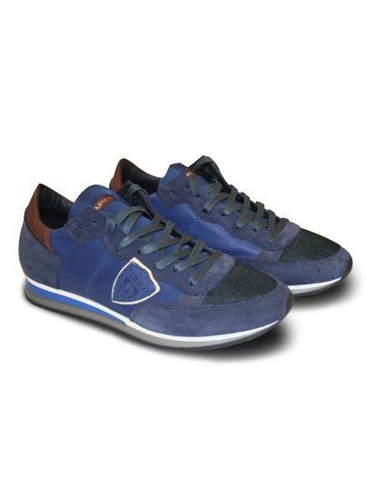 Chaussure basse pour homme.