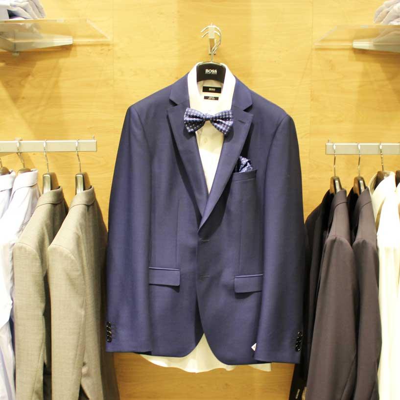 Costume hugo boss bleu, chemise blanche...