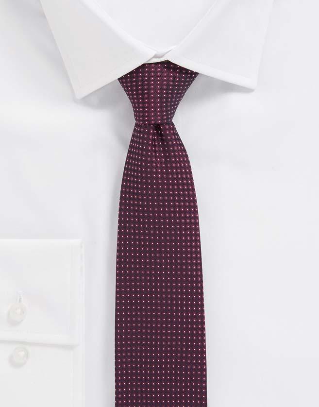 ne cravate BOSS de 6 cm de large, au look moderne plein de caractère.