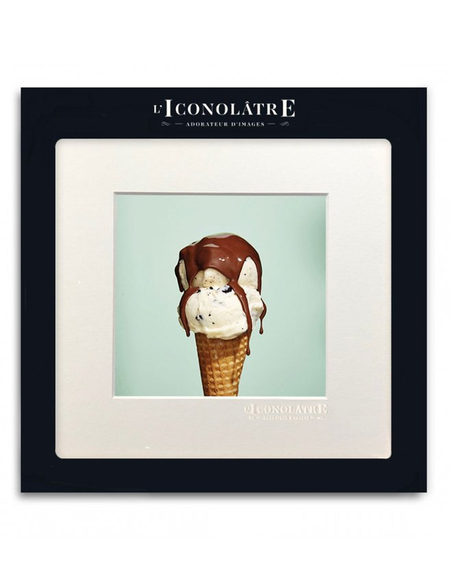 Photo d'un cornet de glace parfums vanille et chocolat
