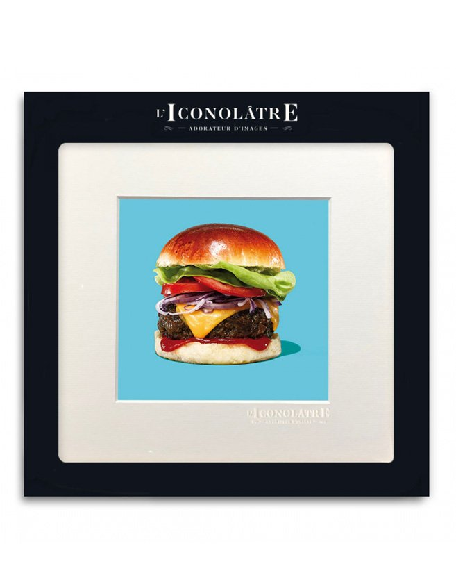 "Photo ""Hamburger"" sur fond bleu. Collection : L'ICONOLÂTRE"