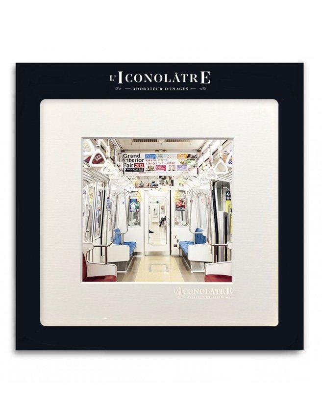 Photo intérieur métro. Format carré inspiré des réseaux sociaux.