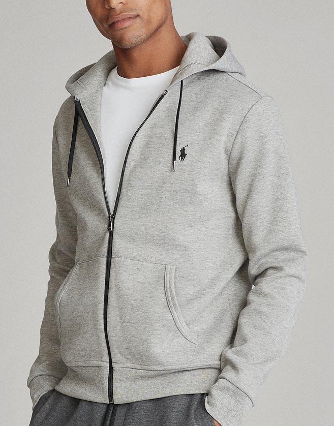 Confectionné dans un jersey double élégant, ce sweat à capuche doux s'assortira parfaitement à un pantalon de jogging ou à un jean.
