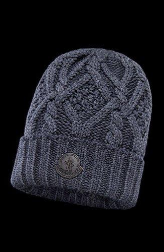 Ce bonnet Moncler est un accessoire polyvalent et distinctif. Réalisé en pure laine au point torsade