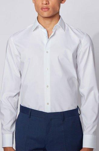 Une chemise business près du corps, signée BOSS Homme. Cette chemise habillée, confectionnée avec expertise en coton autrichien