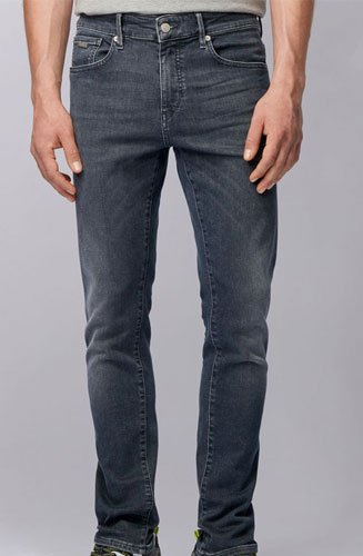 Un jean doux Hugo BOSS Homme confectionné en denim stretch effet dip-dye pour un look moderne.