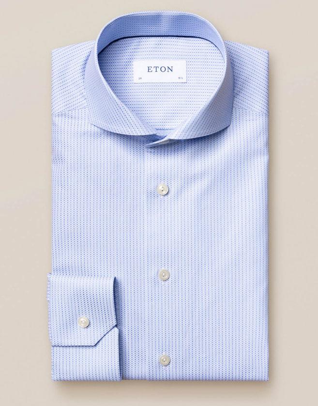 Chemise Eton bleu clair à manches longues. Technique de brocart exquise pour un effet ombré étonnant.