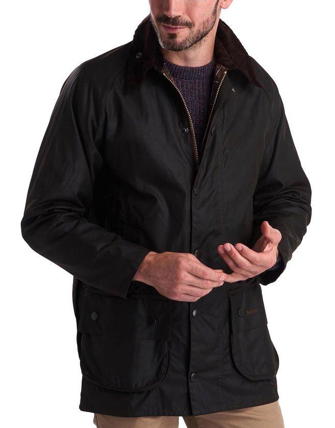 Veste Barbour, col élégant en velours côtelé. Deux grandes poches à soufflet.